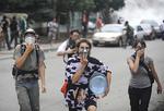 20090924brk_mh_teargas_500.jpg